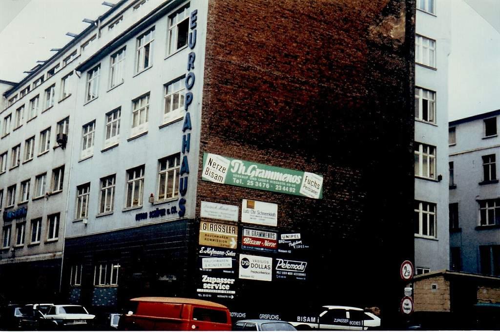 1280px-niddastrasse_62_europahaus_1989 GOLDFINGERS - IMAGES